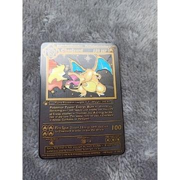 Metalowa czarna karta pokemon Charizard