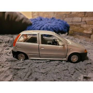 Fiat Punto - model 1:24