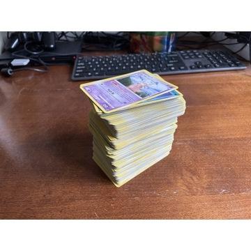 Pokemon 325 kart + żetony, pudełko i maty