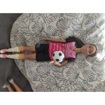 Lalka Barbie piłkarka