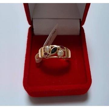 Złoty pierścionek  z cyrkoniami rozm. 13