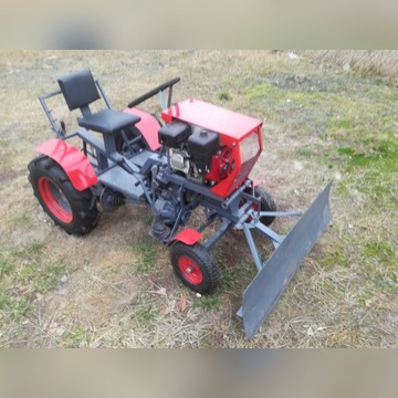Traktorek ogrodniczy mały+ pług do odśnieżania