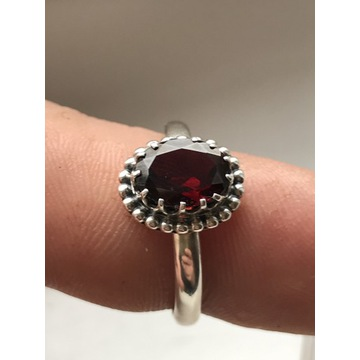 Srebrny 925 pierścionek z kamyczkiem