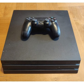 PlayStation 4 Pro + pad + 2 gry