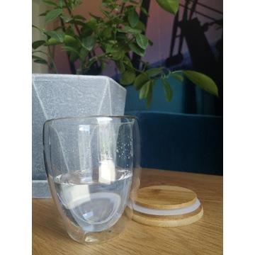 Szklanka termiczna, pojemnik z zamknięciem