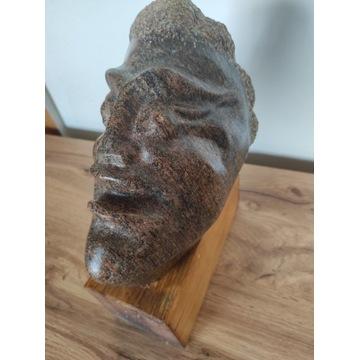 Rzeźba z kamienia głowa