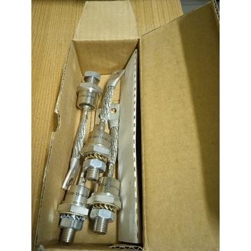 Diody prostownicze D52-200-12-R0-DAA4 9907 4 szt.
