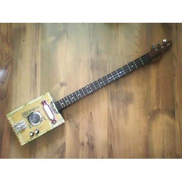 CIGAR BOX GUITAR. Gitara z pudełka po cygarach.