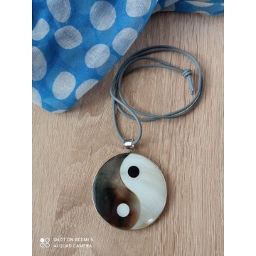 wisior z symbolem Yin  Yang