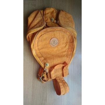 Pomarańczowy plecaczek