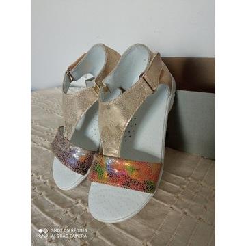 Sandałki dla dziewczynki ,skóra roz. 29 Kornecki