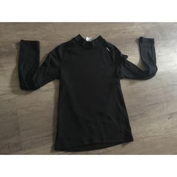Czarna koszulka termoaktywna r. 130 Decatlon