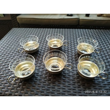 Filiżanki szklane w podstawce platerowej sygnowane