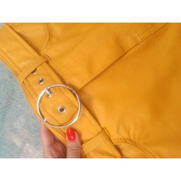 Żółta skorzana elegancka spodniczka z paskiem