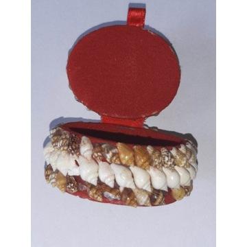 Pudełeczko szkatułka z muszelkami na biżuterię