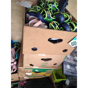 Mix palety kartony odzież buty