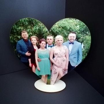 Drewniane serce na podstawce ze zdjęciem
