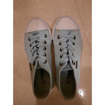 Buty dziewczęce,  sportowe, trampki rozmiar 31