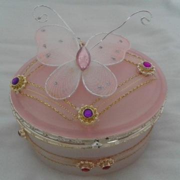 Szkatułka na biżuterię z lusterkiem i motylem