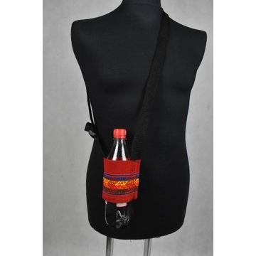 Smycz nosidełko na butelkę o średnicy 22 cm.