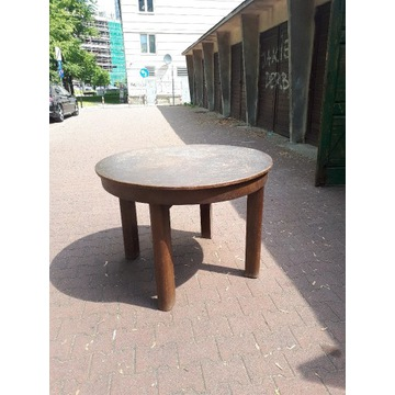 S  T  Ó  Ł  - - -  Okrągły stół