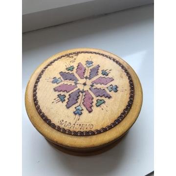 Drewniane pudełeczko z pokrywką na biżuterię