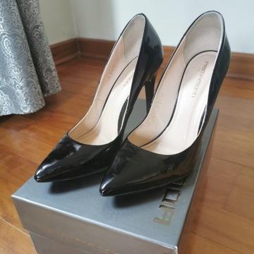 Szpilki czarne r. 39 Prima Moda, skóra lakierowana