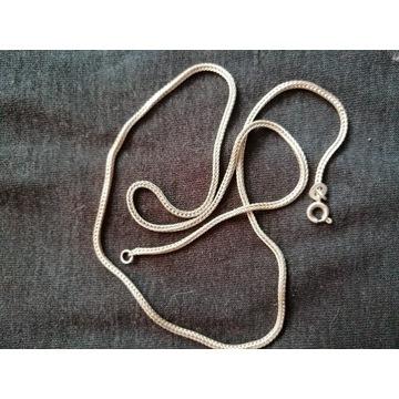Grubszy srebrny łańcuszek