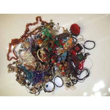Piękna sztuczna biżuteria ponad 3 kg. Wisiory itp