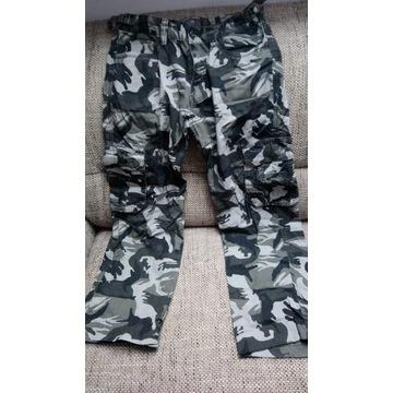 Spodnie bojówki moro r. M Kamasini