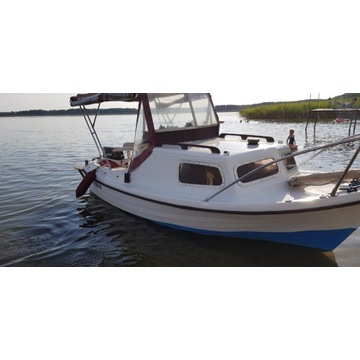 Łódka kabinowa Cormoran z silnikiem