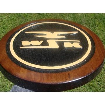 WSK Ręcznie rzeźbione logo w drewnie UNIKAT
