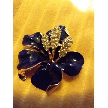 Broszka- przypinka kwiat lily