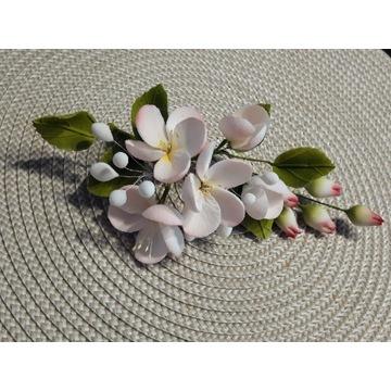 Kwiaty wiśni- bukiecik z masy cukrowej na TORT