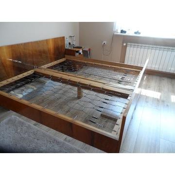 stare łóżko na sprężynach