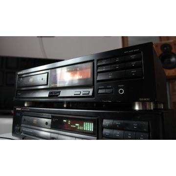 Odtwarzacz płyt CD marki Onkyo model DX 6630