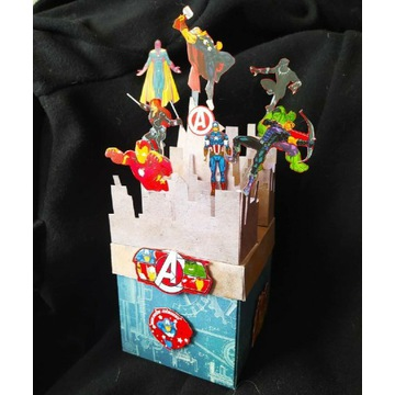 Kartka 3D exploding box z figurkami Avengers