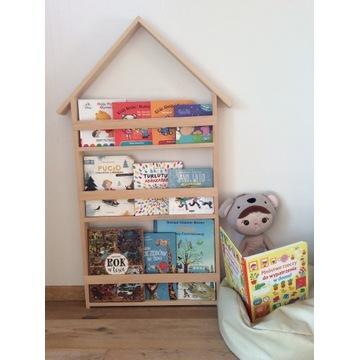 Drewniany regał na książeczki dla dzieci domek