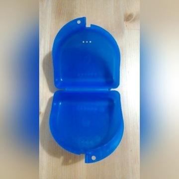 Pudełko na aparat ortodontyczny lub protezę