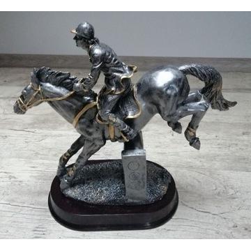 Duża statuetka, trofeum, figurka jeździec na koniu