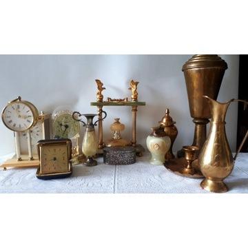 Zestaw zegarów, puchary i ozdoby