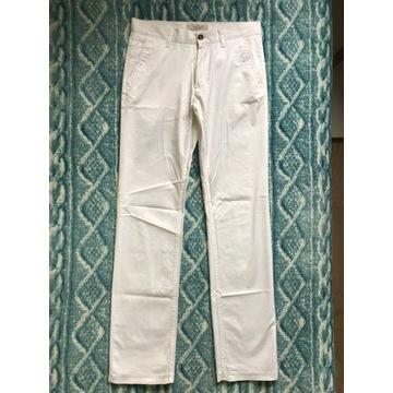 Męskie spodnie chino ZARA białe r. 38 (S)