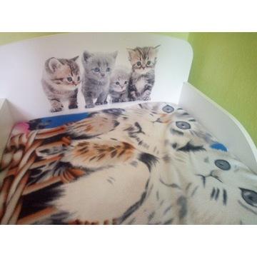 Śliczne łóżeczko dla dziewczynki w kotki