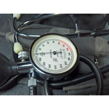 stary ciśnieniomierz naramienny
