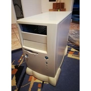 Obudowa komputera Retro PC w dobrym stanie