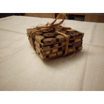 Drewniane podkładki pod kubki