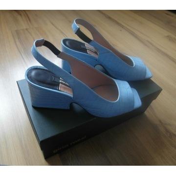 Błękitne sandałki Gino Rossi
