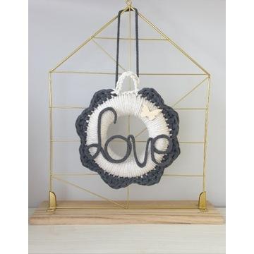 Wianek na szydełku, dekoracja, love