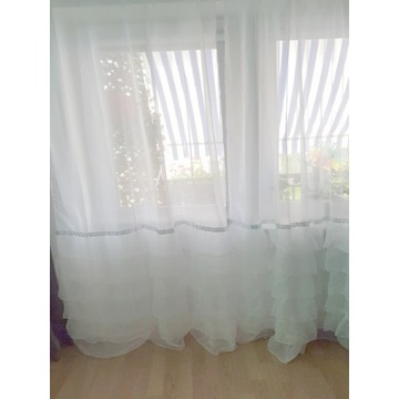 Długie białe firanki z falbanami 290x250 cm