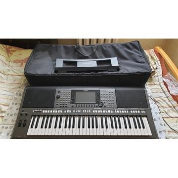 YAMAHA PSR S770 keyboard